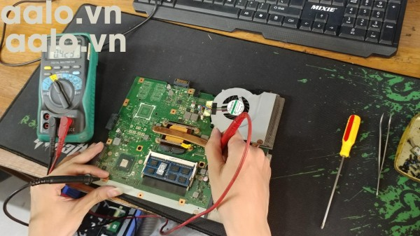 Sửa laptop HP Pavilion 15-AU lỗi pin-aalo.vn